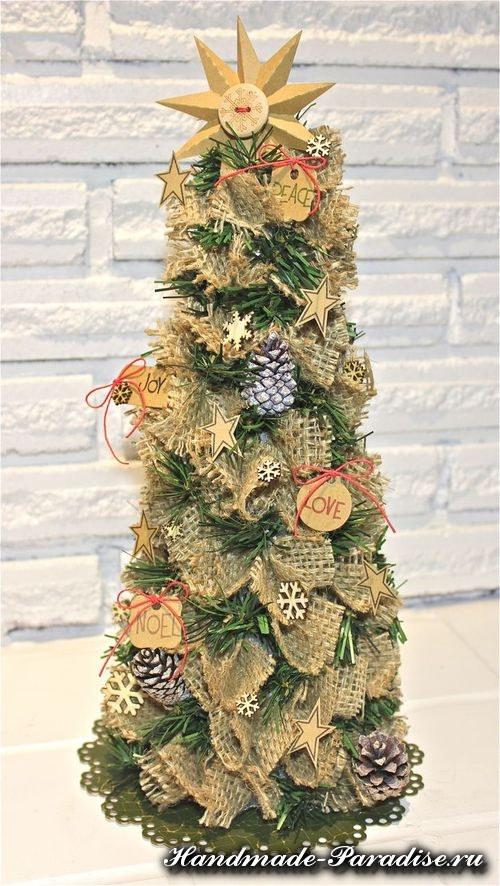 Новогодняя елка из мешковины (11)