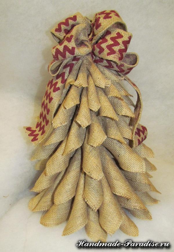 Новогодняя елка из мешковины (2)