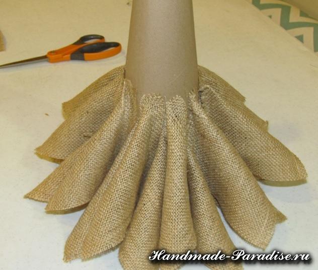 Новогодняя елка из мешковины (6)