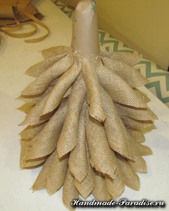 Новогодняя елка из мешковины (7)