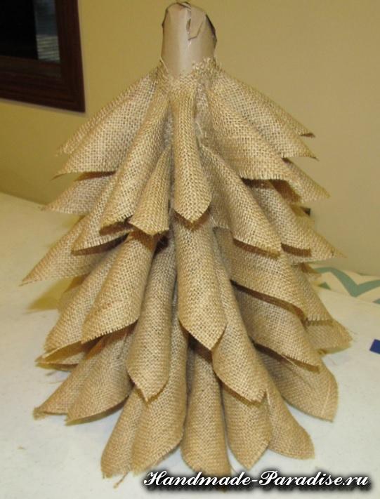 Новогодняя елка из мешковины (8)