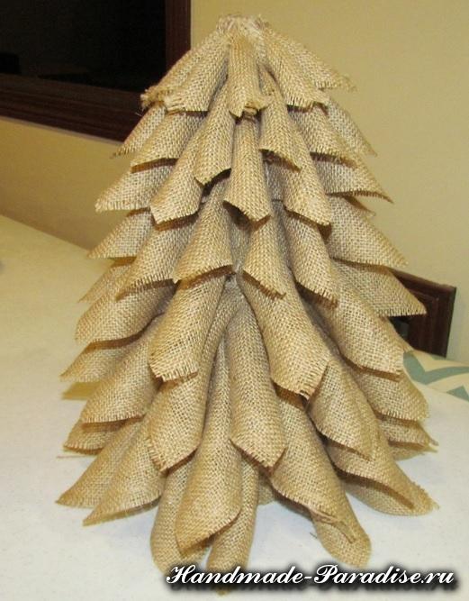 Новогодняя елка из мешковины (9)
