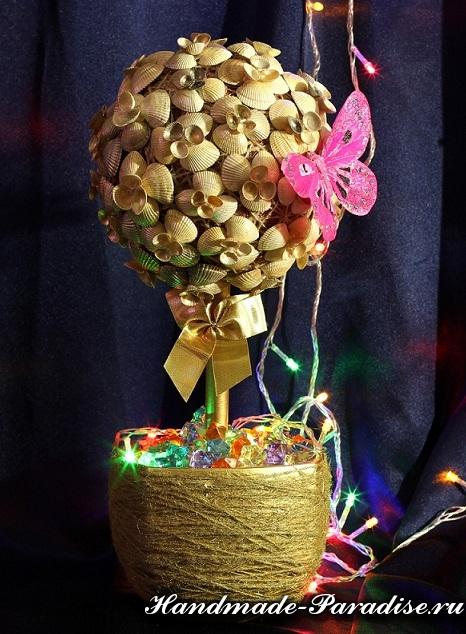Árbol de Navidad con conchas marinas