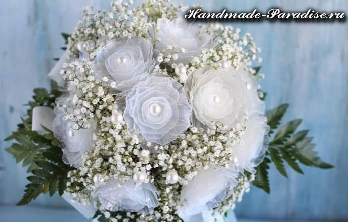 Цветы из яичных лотков