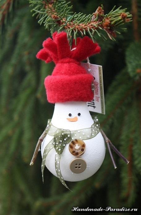 Снеговик из лампочек (4)