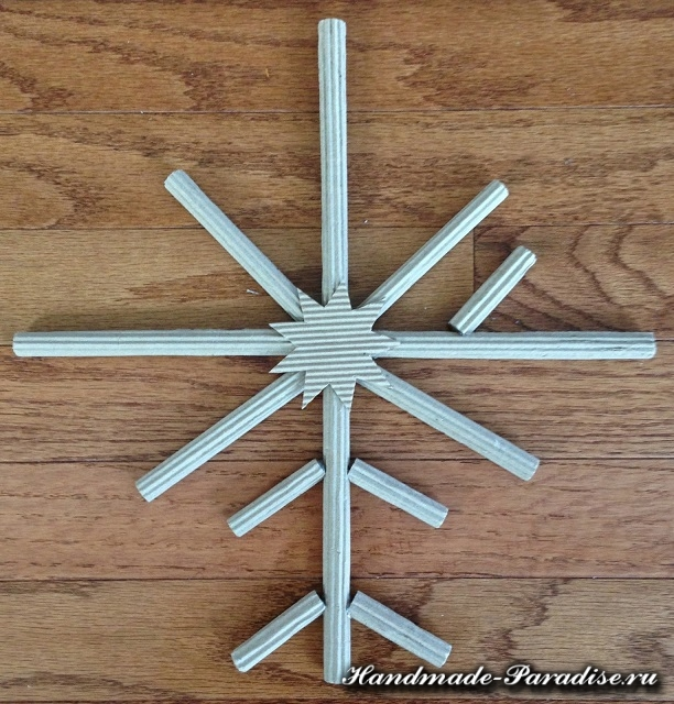 Снежинки из гофрокартона. Мастер-класс (4)