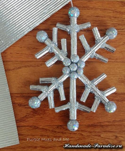 Снежинки из гофрокартона и фольги (6)