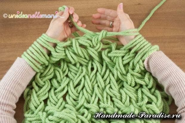 вязание руками объемного шарфа (8)