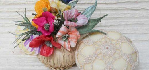 Мыльная корзинка с цветами из бумажной рафии