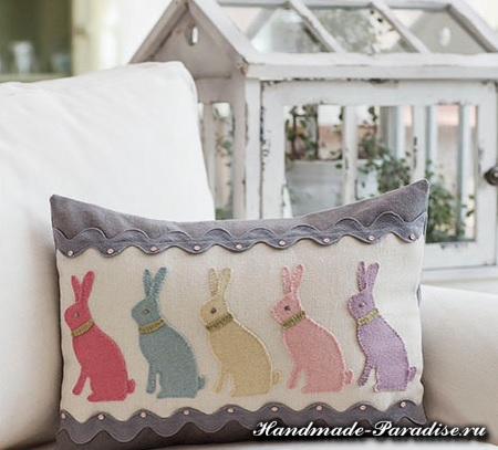 Пасхальная подушка с кроликами (6)