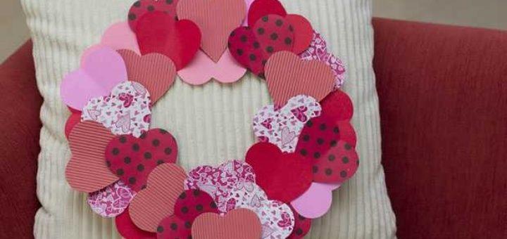 Сердечный венок из бумаги ко дню Святого Валентина