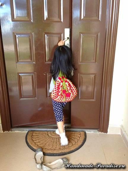 Детский рюкзак крючком узором клубнички