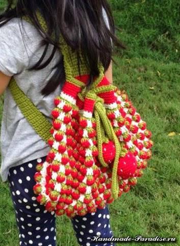 Детский рюкзак крючком узором клубнички (2)