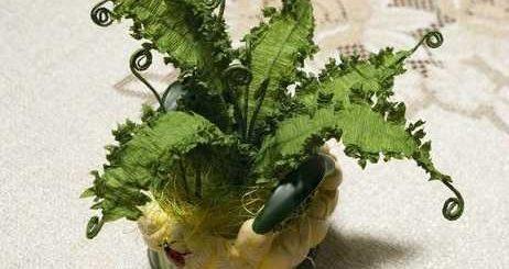 Комнатное растение из гофрированной бумаги. Папоротник