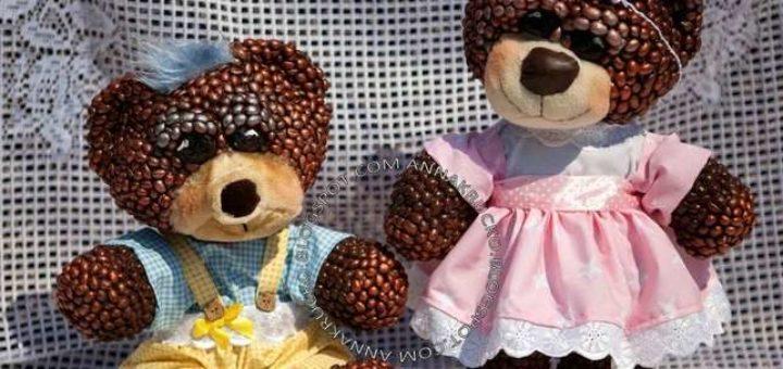 Медведи из папье-маше и кофейных зерен