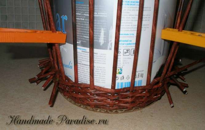 Плетение ежика из газет (13)