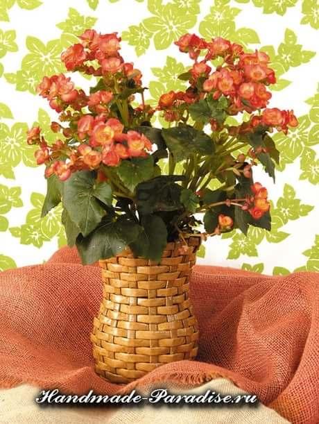 Плетение вазочки из газетных полосок