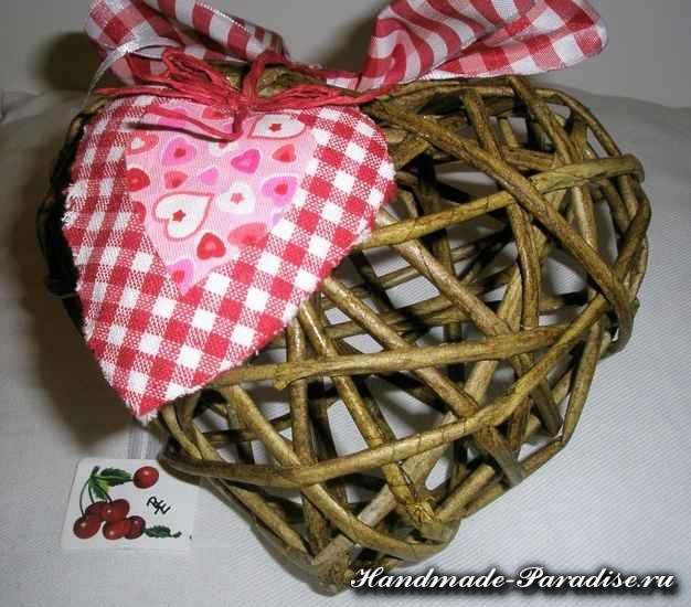 Валентинки из газетных трубочек (10)