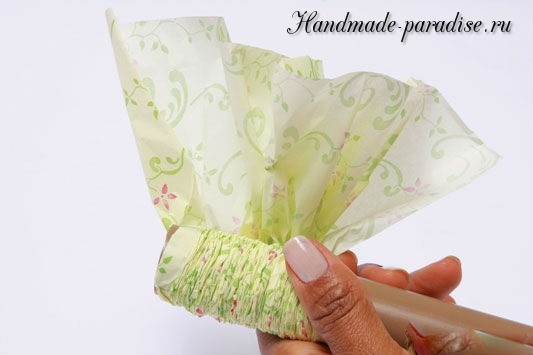 Конфетный букет из папиросной бумаги. Мастер-класс (8)