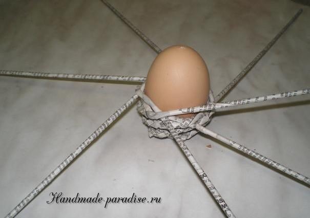 Плетение пасхальных яиц из газет (10)