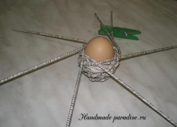 Плетение пасхальных яиц из газет (11)