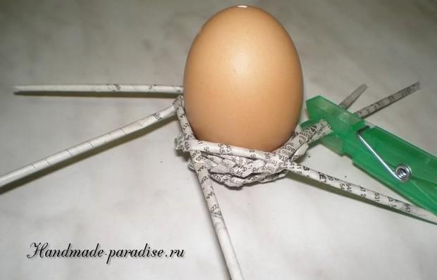 Плетение пасхальных яиц из газет (8)