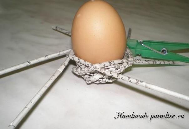 Плетение пасхальных яиц из газет (9)