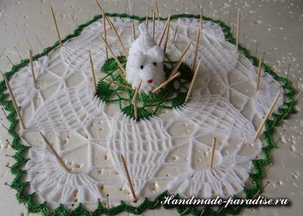 Салфетка крючком с пасхальной овечкой (10)