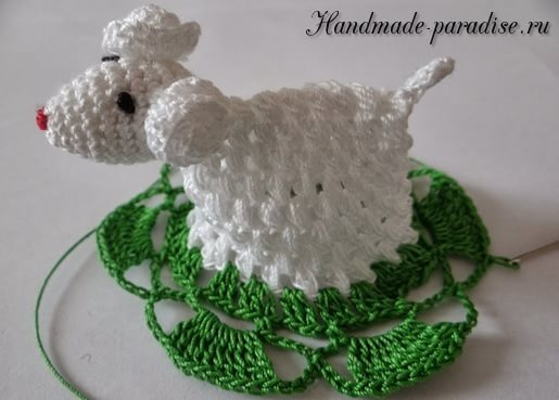 Салфетка крючком с пасхальной овечкой (7)