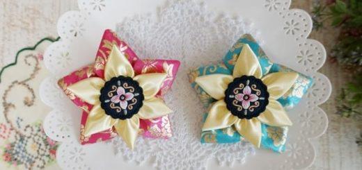 Цветы из лент в украшении заколки для волос
