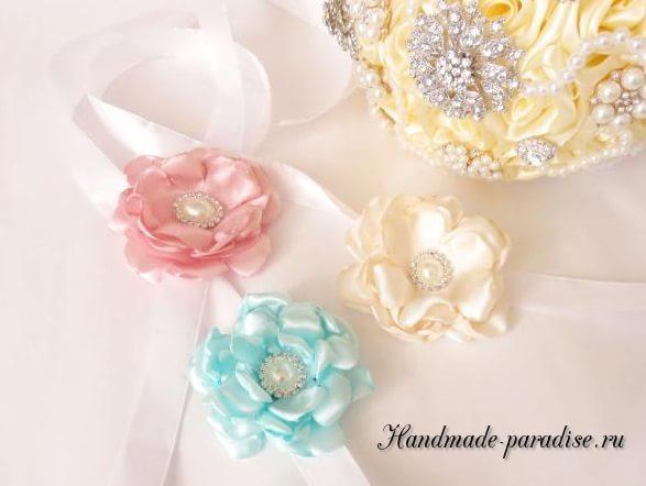 Браслеты из атласных цветов для подружек невесты