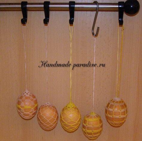 Как крахмалить вязаные пасхальные яйца (5)