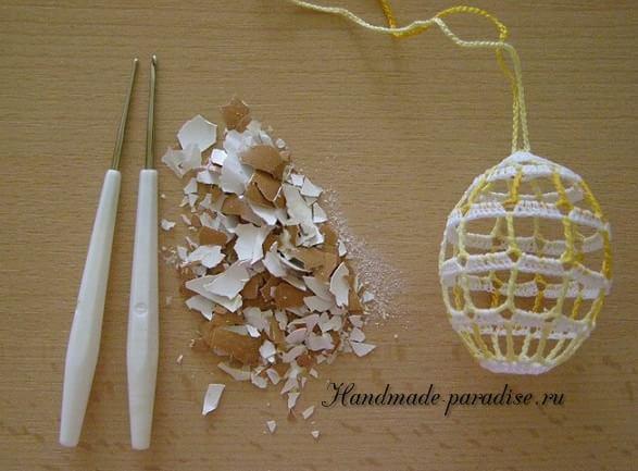 Как крахмалить вязаные пасхальные яйца (7)