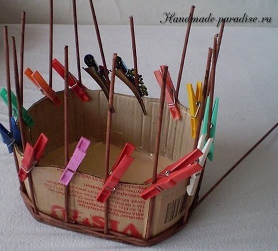 Пасхальная корзинка из газетных трубочек (4)