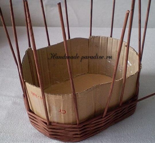 Пасхальная корзинка из газетных трубочек (5)