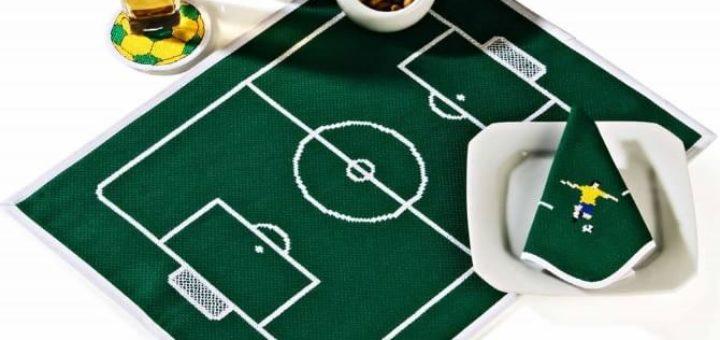 Салфетка с вышивкой для футболиста