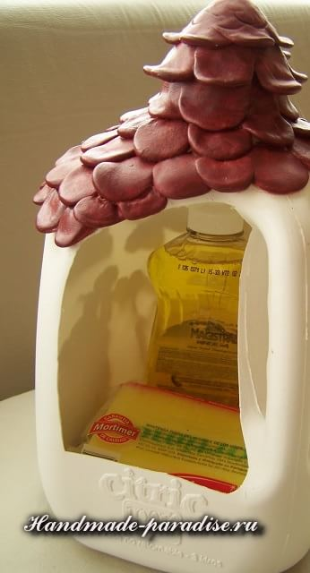 Домик из пластиковой бутылки (10)