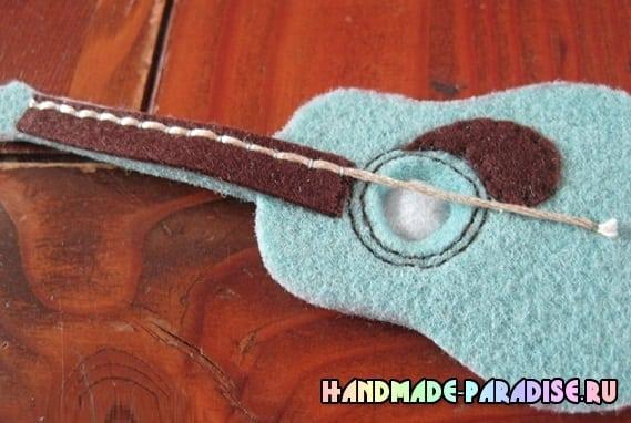Сшить гитару - сувенир из фетра (7)