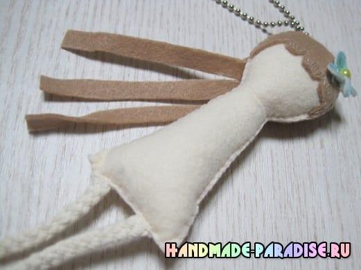Куколка из фетра - детский кулон своими руками (7)