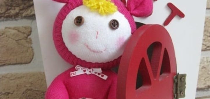Куколка из носков с яблоком из фетра