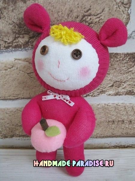 Куколка из носков с яблоком из фетра (2)