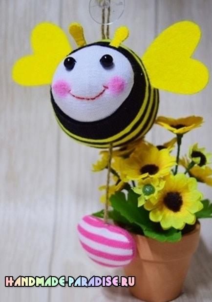 Как сшить пчелку из носочков (15)
