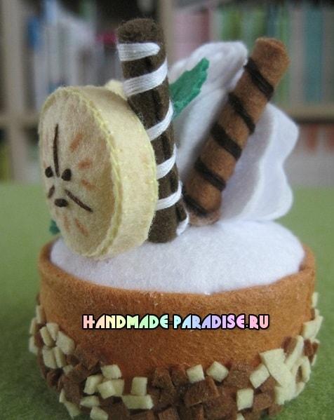 Шоколадное пирожное из фетра. Мастер-класс (14)