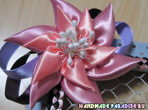 Цветок вертушка из атласных лент (11)