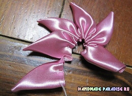 Мастер-класс. Цветок вертушка из лент (5)