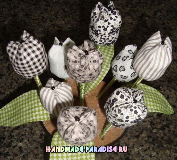 Тюльпаны из ткани и ваза из коробки (3)