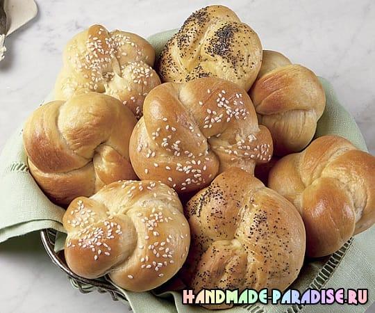 Дрожжевые плетеные булочки с клубникой