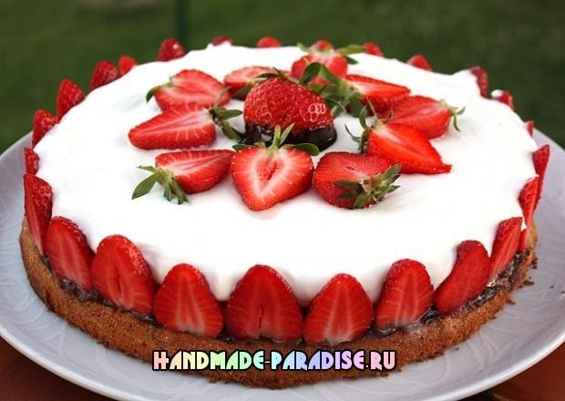 Шоколадно-сливочный торт с клубникой (9)