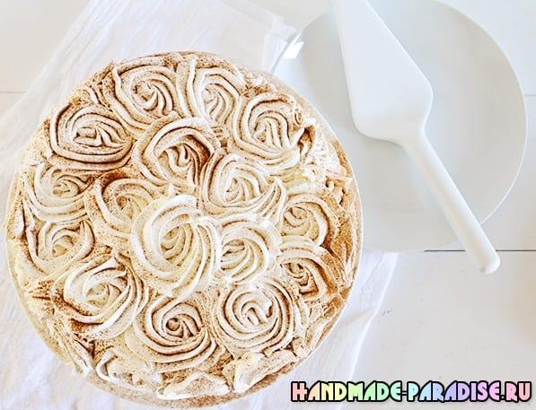 Тыквенный пирог с розами из взбитых сливок (2)
