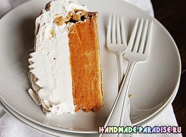Тыквенный пирог с розами из взбитых сливок (3)